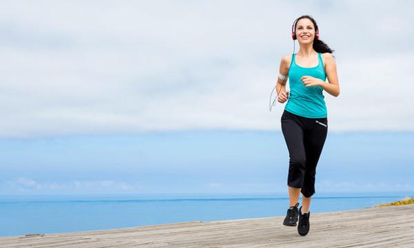 Llevar una dieta equilibrada ayuda a combatir el acné