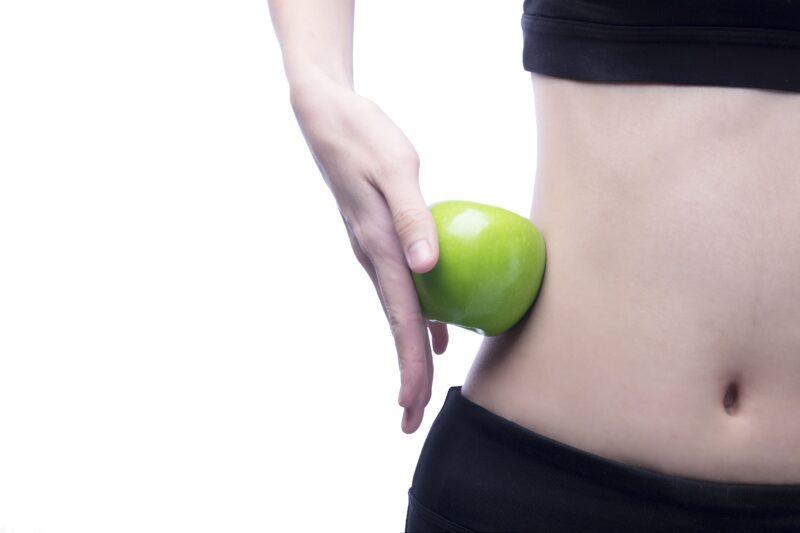 Cintura de mujer con manzana